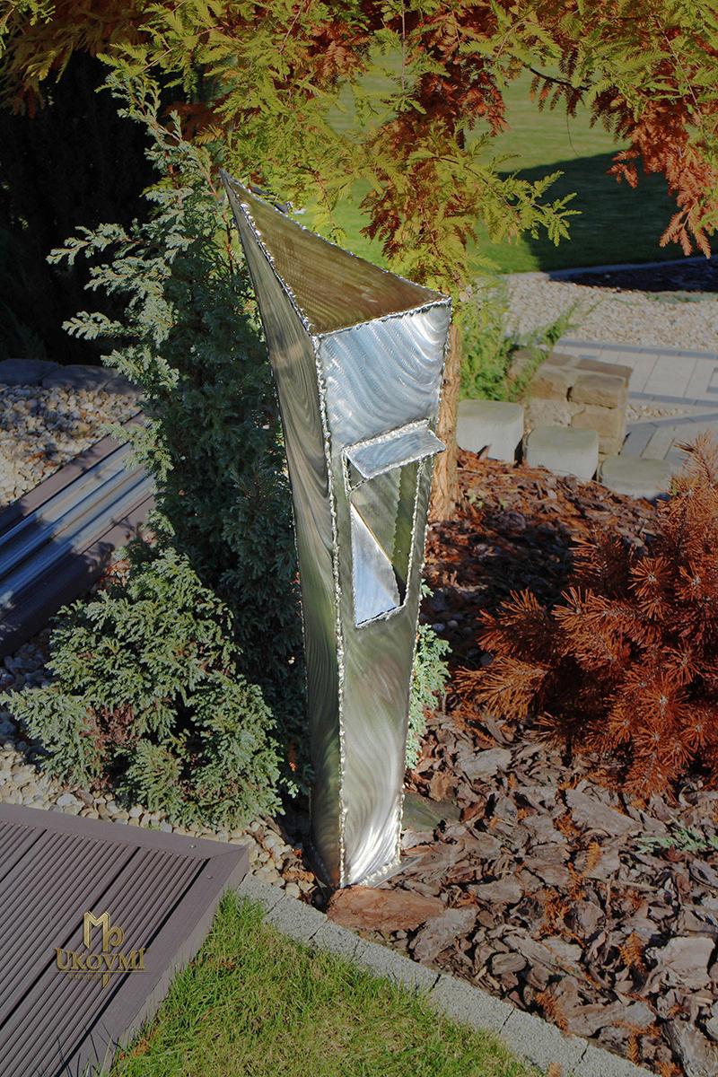 Außenleuchte aus Edelstahl – moderne Gartenlampe