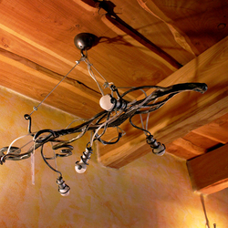 Stilgerechter Kronleuchter WURZEL – kunstvoll handgeschmiedete Leuchte