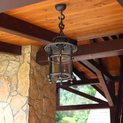 Außenpendelleuchte KLASSIK/T in einer Laube – handgeschmiedete Lampe mit Qualitätsgarantie