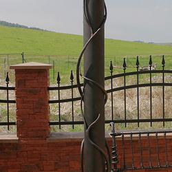 Standleuchte für den Garten eines Einfamilienhauses – Luxusleuchte, handgeschmiedete Sonderanfertigung