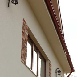 Luxusleuchten - Seitenbeleuchtung eines Einfamilienhauses mit Leuchten im Design HISTORISCH