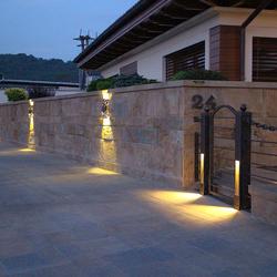 Luxusaußenleuchten – Schirme – Beleuchtung des Eingangs eines Einfamilienhauses
