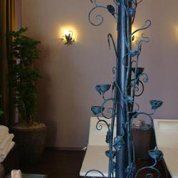 Stilvoller Leuchter und Leuchten, entworfen und handgeschmiedet im Atelier für Design und Kunst UKOVMI