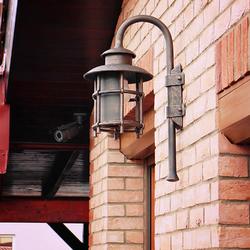 Beleuchtung eines Einfamilienhauses mit exklusiver Wandleuchte KLASSIK – Außenleuchten