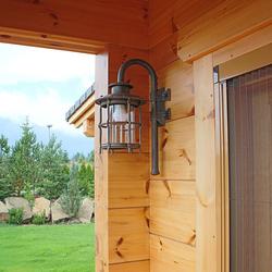 Luxuslampen – handgeschmiedete Wandleuchten KLASSIK für die Außenbeleuchtung einer Berghütte