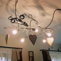 Deckenleuchte WURZEL als Innenraumschmuck eines Einfamilienhauses