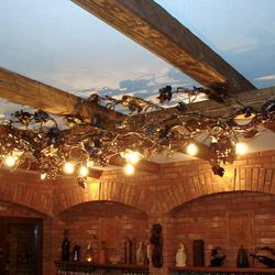 Luxusbeleuchtung im Vintage-Stil – Leuchte mit kunstvollem Design, handgeschmiedet für einen Weinkeller