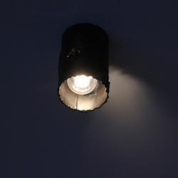 Ansicht der Deckenleuchte IDEAL bei Nacht – moderne Beleuchtung